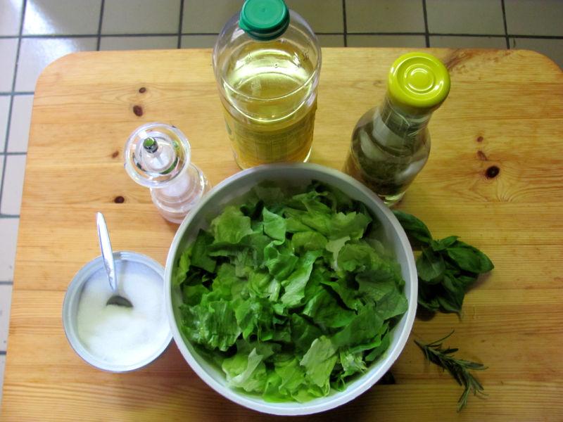 Salat in kräftiger Salatsoße