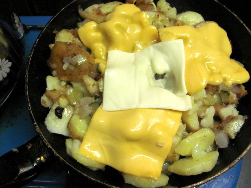 Bratkartoffeln mit Schmelzkäse