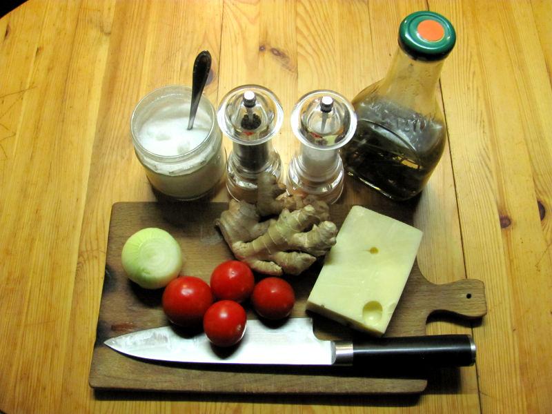 Emmentaler,Tomaten,Zwiebel mit Ingwer auf Brot
