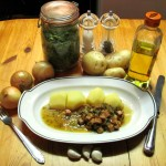 Wurstsalat mit Kartoffeln und Petersilie-Schnittlauchsoße