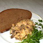 Gulasch mit Echten Kümmel auf Brot